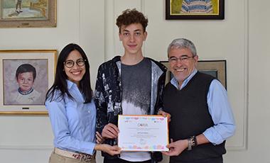 Kurt Ottosen recibe reconocimiento por su participación como corresponsal de la Generación 2017-2018