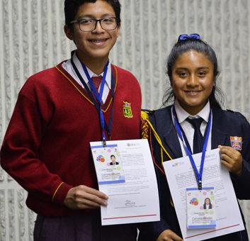 Gladys Ramírez y Luís Mendoza reciben credenciales como miembros de la RED CORIA en Perú